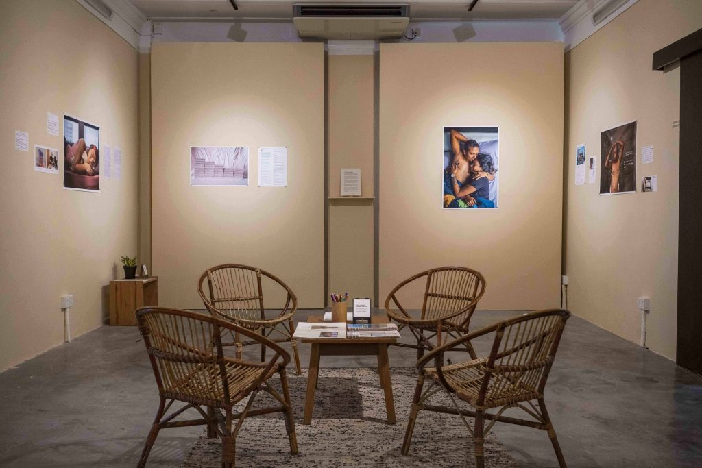 The space where the solo exhibition Un(Bound) was held. Collages made from Grace's photos were pasted on the wall. A guestbook provides a space for visitors to dialogue with each other.